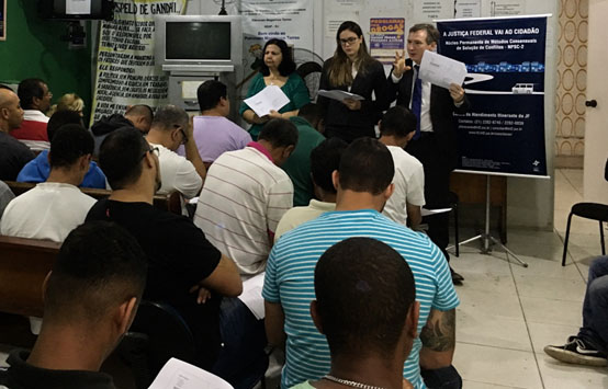 Mariângela Pavão, Débora Valle de Britto e Vladimir Vitovsky desenvolvem ação pedagógica no Patronato Magarinos Torres